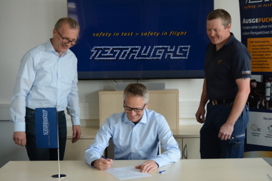 """""""We give the future"""": TEST-FUCHS signs apprentice charter 2021"""